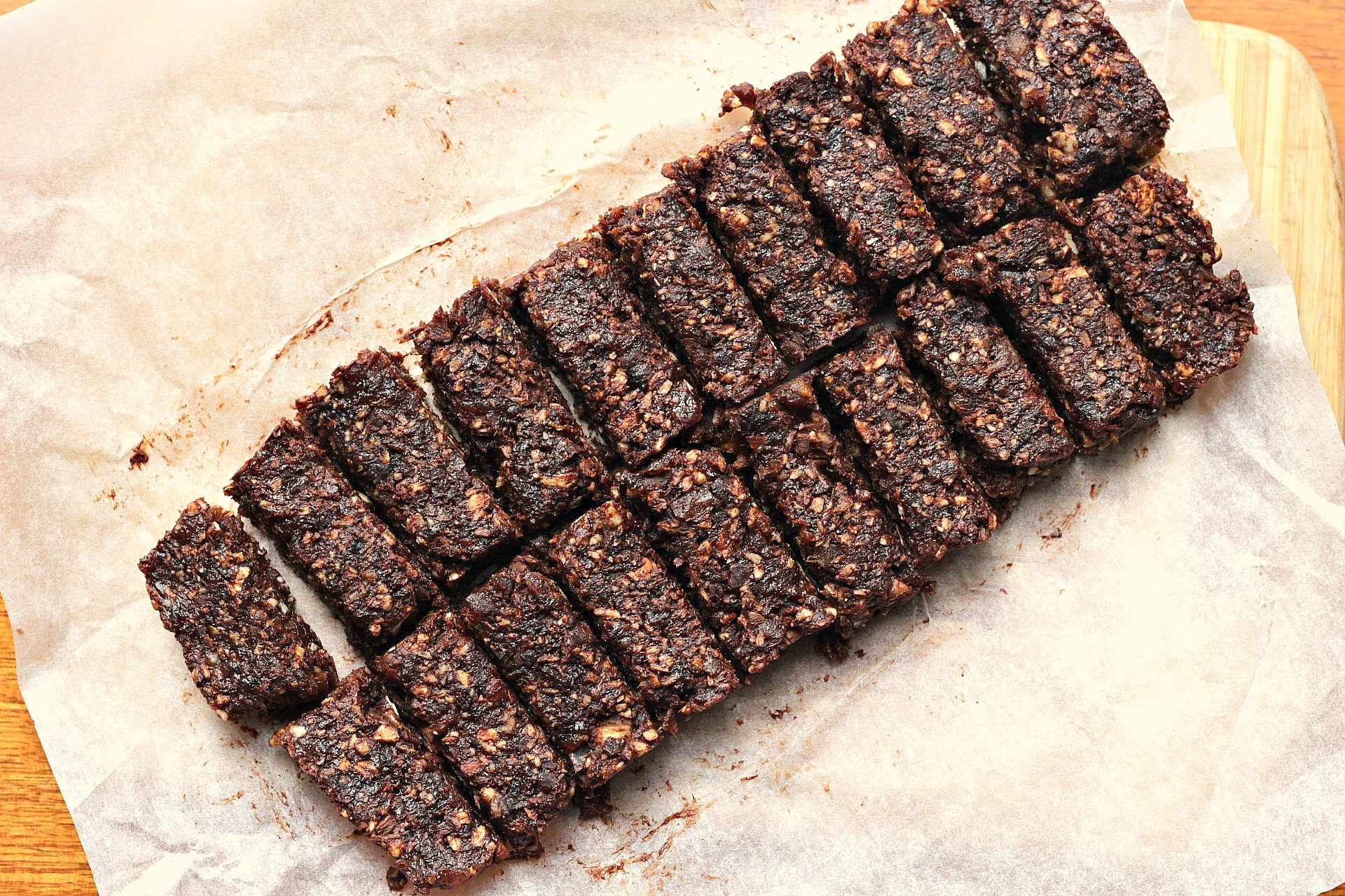 raw apricot & cacao slice